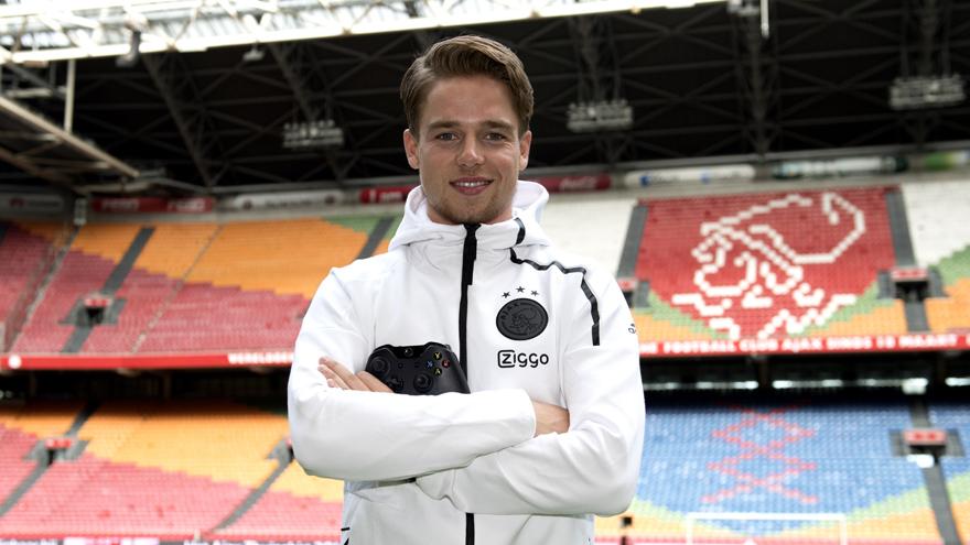 Ajax contracteert Koen Weijland